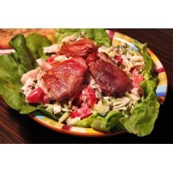 """450g Salát """" CÍSAŘSKÝ """" - zeleninový salát se 100g  grilované vepřové panenky zabaléné v parmské šunce + pizza pane"""