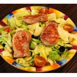 NOVINKA !!! 450g Roma salát - vepřová panenka, ledový salát, kukuřice, cherry rajčátka, černé olivy a jogurtový dresing