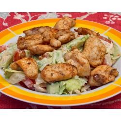 """350g salát """" VIVA """" s kuřecími kousky a zeleninou s jogurtovým dresinkem, sypaný Eidamem"""
