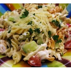 300g Těstovinový salát s Nivou, česnekem, jogurtovým dresinkem a zeleninou
