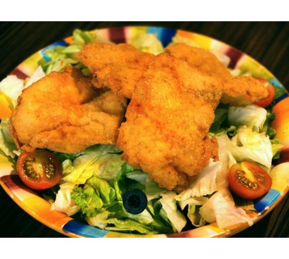 450g Athena salát - smažená kuřecí prsa, ledový salát, kukuřice, cherry rajčátka, černé olivy a jogurtový dresing
